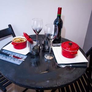 dîner pour 2 personnes avec une bouteille de vin